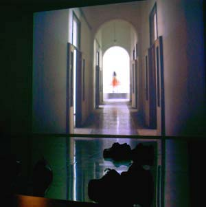 foto's van 'Marina Abramovic', een overzichtstentoonstelling in Montevideo / Time Based Arts, mei 2003, Amsterdam