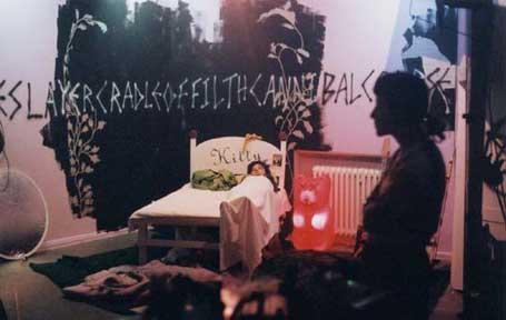 Sue de Beer: production still 'Hans und Grete'; 2002