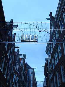 Sandra de Vos: Help; 1997; rvs en neon (foto: hinke | suds and soda