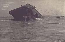 'The Sinking of the SS Plympton' uit de serie The Russian Ending; 2001; fotogravure; 53.8 x 79.2 cm