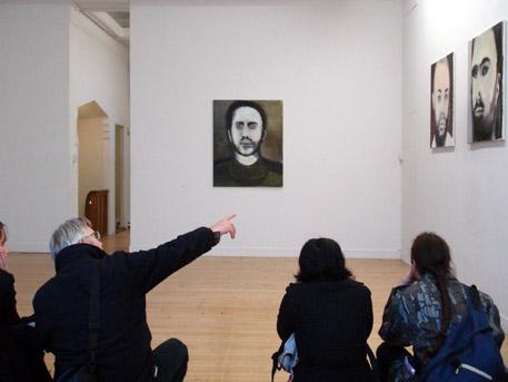 Marlene Dumas en bezoekers bij galerie Paul Andriesse