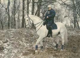 foto van ME'r op paard door Charlotte Dumas