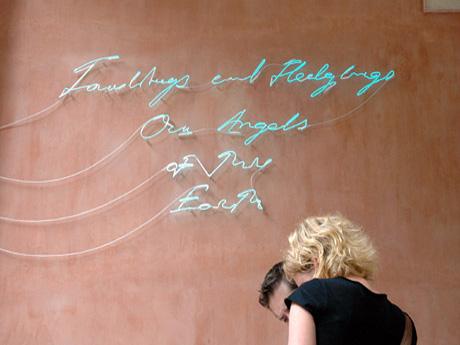 hinke en Tracey Emin in  het Britse paviljoen in Venetië.... (foto: RR)