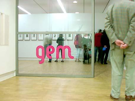 opening tentoonstelling 'Retrograde - tekeningen 1993-2003' van Marcel van Eeden in GEM Den Haag, 5 juli 2003