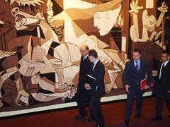 het tapijt met de Guernica van Picasso in het gebouw van de U.N. Security Council