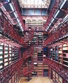 Candida Höfer: Handelingenkamer Tweede Kamer der Staten Generaal Den Haag III; 2004; C-print; 193 x 152 cm