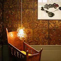 Ineke Hans: de goudleerkamer als kinderkamer (detail); Gemeentemuseum Den Haag