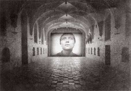 Martin Arnold: 'Jeanne'; 2003; videoinstallatie; 7,2 bij 5,4 meter (foto: de Volkskrant, 14 mei 2003)