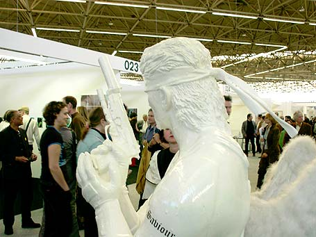 opening KunstRai 2004 (met beeld van Marc Bijl bij Upstream Gallery)