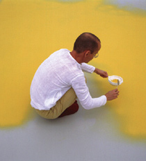 Wolfgang Laib aan het werk in Galerie Maeght Lelong, New York, November 1986
