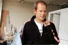 Erik van Lieshout in zijn atelier (foto: Corine Koole)