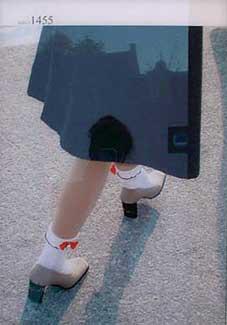 meisjesbenen met rood strikje van Gerald van der Kaap