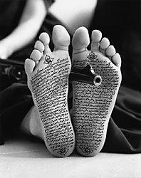 Shirin Neshat: 'Allegiance with Wakefulness'; foto; 1994