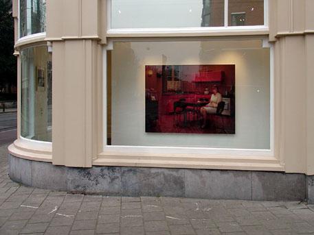 Erwin Olaf in de etalage van Reflex Gallery in Amsterdam