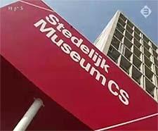 entree Stedelijk Museum CS (still uit TV3)