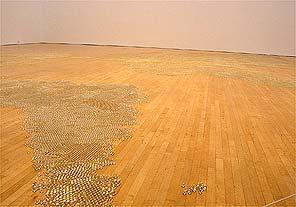 De wereldkaart in knikkers van Mona Hatoum; MOCA Los Angeles (foto Tonie van van Ringelestijn)