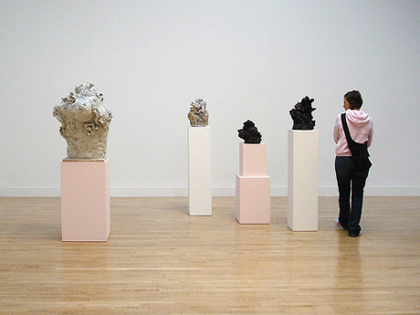 werk van Rebecca Warren bij de Turner Prize 2006 in Tate Britain