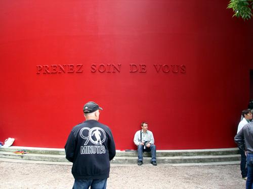 Het Franse paviljoen met zin van Sophie Calle, klik voor meer