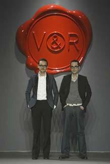 Viktor et Rolf: 'Collection 7'; pr�t-�-porter; automne/hiver 2003/2004