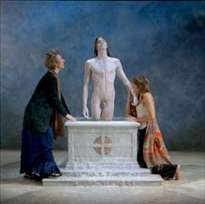 Bill Viola: still uit 'Emergence'; 2002; Color High-Definition video rear projection on screen mounted on wall in dark room