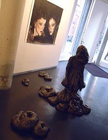 Anne Wenzel: z.t. (zwart meisje); 2003; keramiek; 130 cm x 100 cm x 95 cm